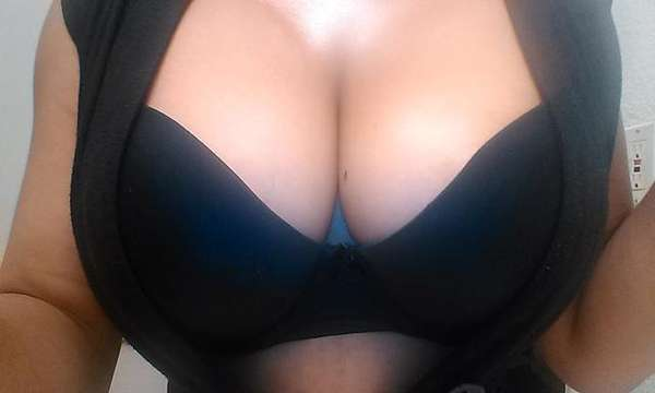 ߍͰߍSweet Carmel Pop ߍͰߍ Find Out How Many Licks To Get To The CenterߘѰߘ± - Reno escorts - backpage.com