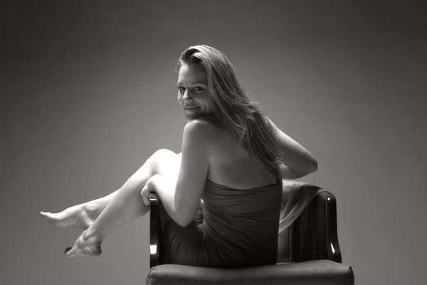 Janie | Blonde Female Entertainer | Slixa